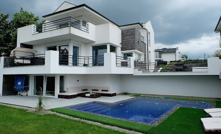 Private Family Villa with Hot Tube & Swimming pool