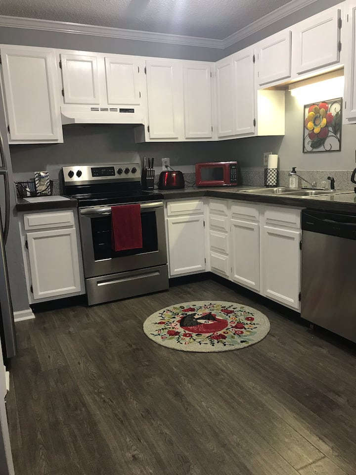 Completely remodeled Townhouse with new appliances