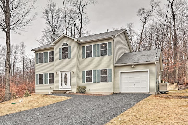 NEW! Poconos Home w/ Yard, Tobyhanna Lake 4 Miles!
