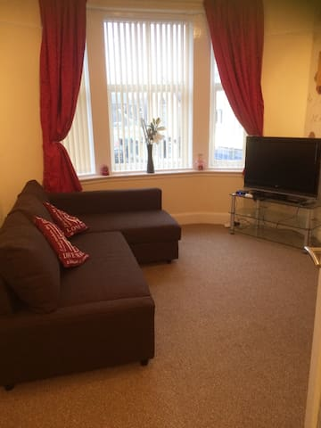 1 bedroom fully furnished flat close to beach - Largs - Leilighet