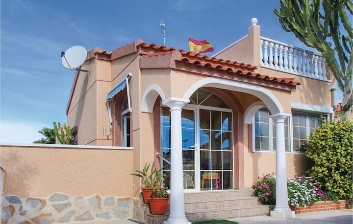 Holiday cottage with 2 bedrooms on 62m² in La Marina-Elche