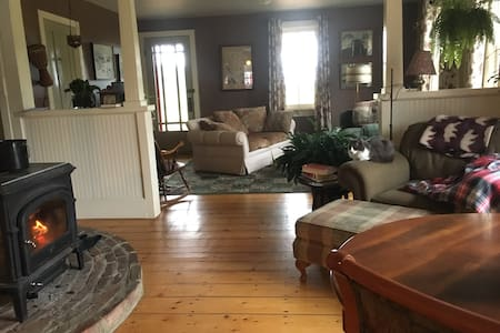 Gorgeous Mountain Home (Room 3 out of 4) - Underhill