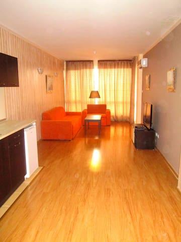 Трехкомнатные апартаменты с 2 спальнями - Sveti Vlas - Casa