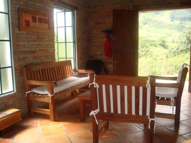 Casa Emiliana. - Jardín