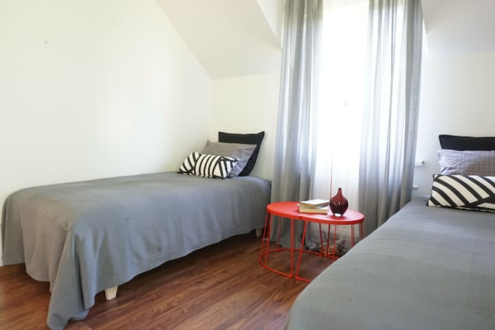 Twin bedroom (can be transformed to double)
