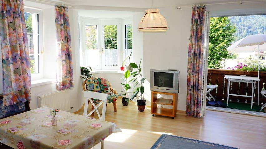 Ferienwohnung Sonnenschein mit Erkern und Balkonen - Scharnitz - Apartamento