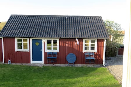 Ormahålans Cottage in Hällevik