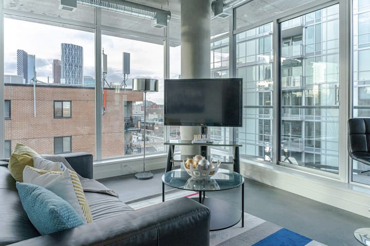 😍Radiant Condo in East Village w/ Amazing Views😍