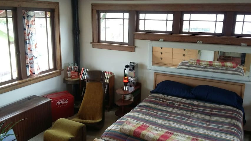 Olympic Mt. Groovy Room