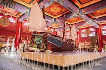 World renowned ibn Battuta Mall only 5 minutes by taxi