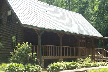 GORGEOUS LOG CABIN ON FIVE ACRES - Clarkesville