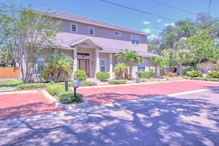 DOWNTOWN SAFETY HARBOR 4 BED 3.5 BATH POOL HOME - 塞夫蒂港(Safety Harbor) - 独立屋