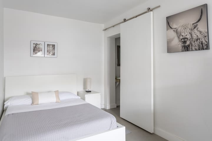 Unit A- Miami Wynwood place with Private entrance
