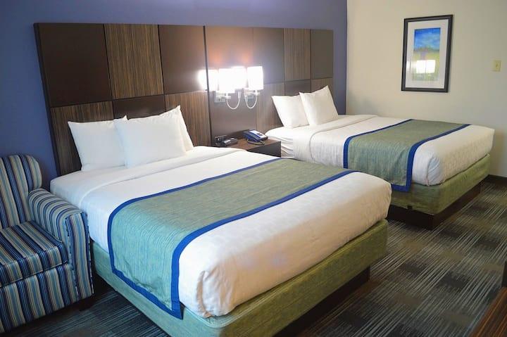 Guest Room with 2 Queen Beds
