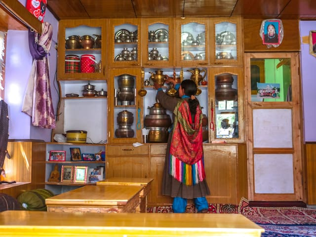 Kitchen utensils put on display. A usual view in the Ladakhi farmstays.
