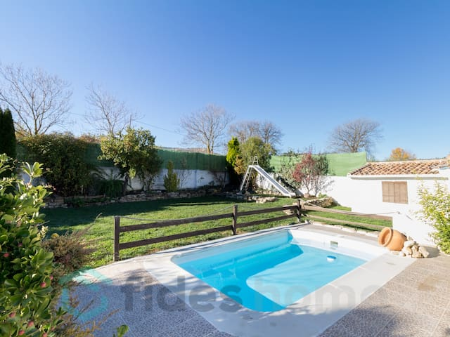 Magnificent country house with pool, garden and wifi