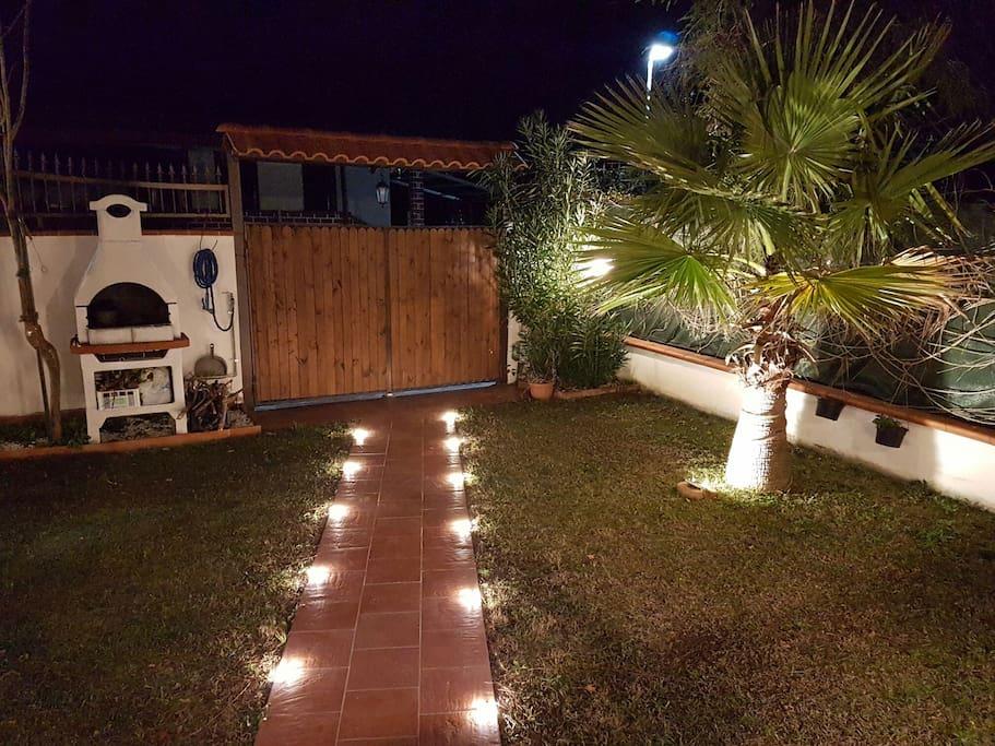 Bellissima e nuovissima villetta case in affitto a for Piscina fuori terra 3x2