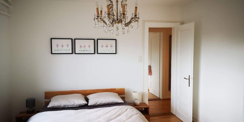 Schlafzimmer 2,  Bett 160 x 200 cm