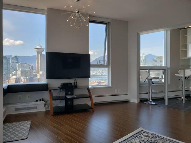 Executive Suite Luxury Panoramic Views MODERN