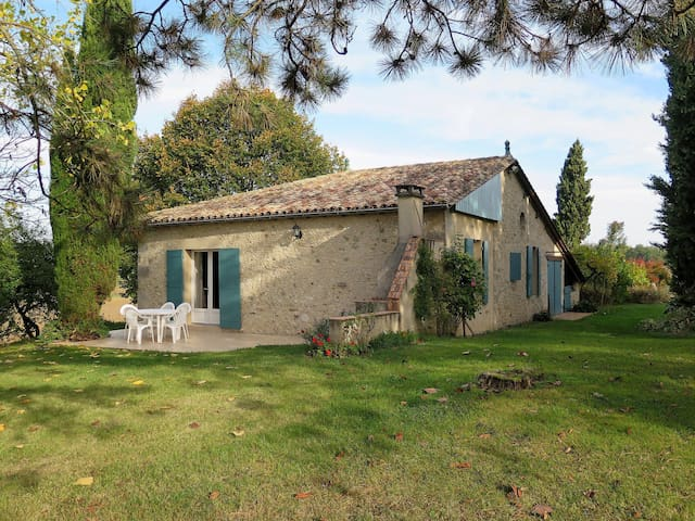 Charming stone house with nice view of the rural surroundings