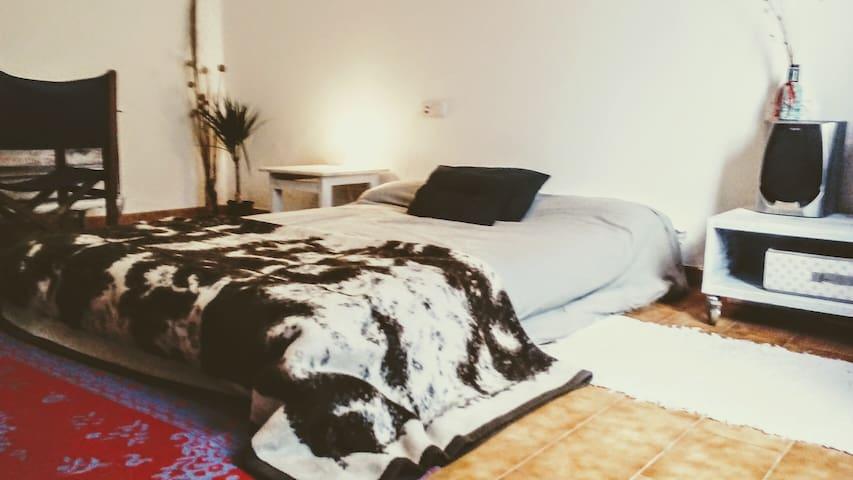 menorca amplia habitacion privada con desayuno