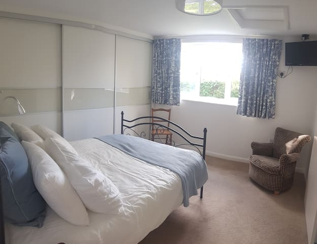 Rural Pet Friendly Cottage in New Forest
