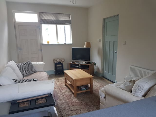 Sunny seaside accommodation - Sutton