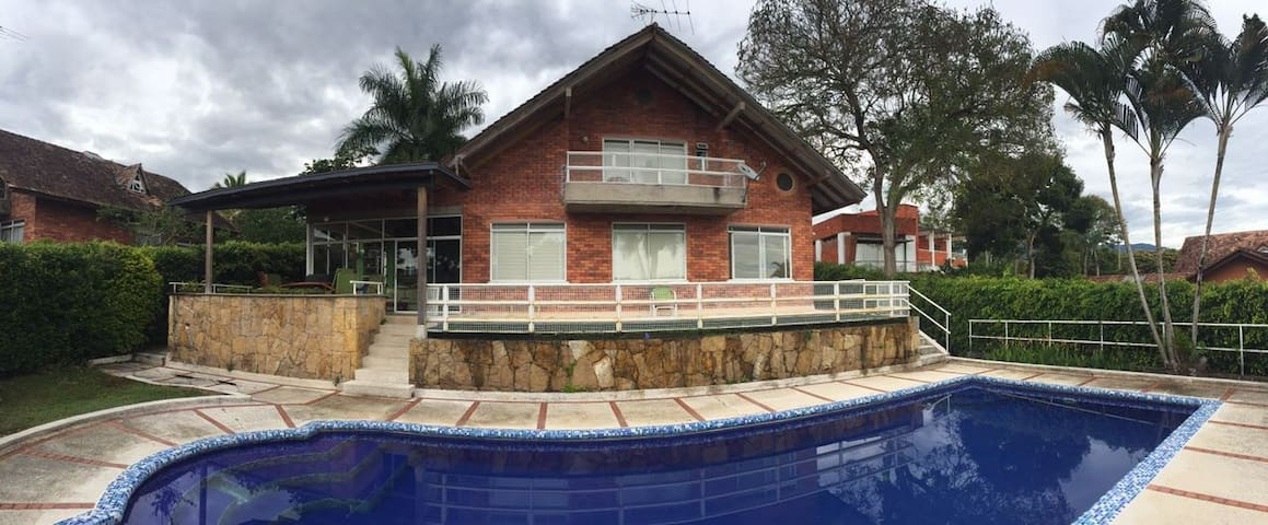 FINCA EL PEDREGAL con piscina. Vereda el placer. - Fusagasugá - Natur lodge