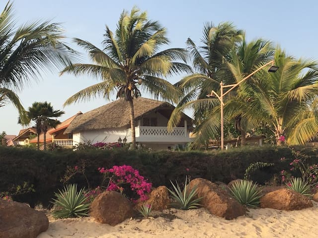 Villa sur la plage, Saly