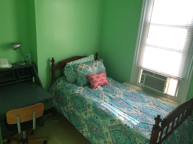 Private twin bed, shared bath F3