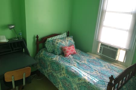 Private twin bed, shared bath F3 - Philadelphia - Ház
