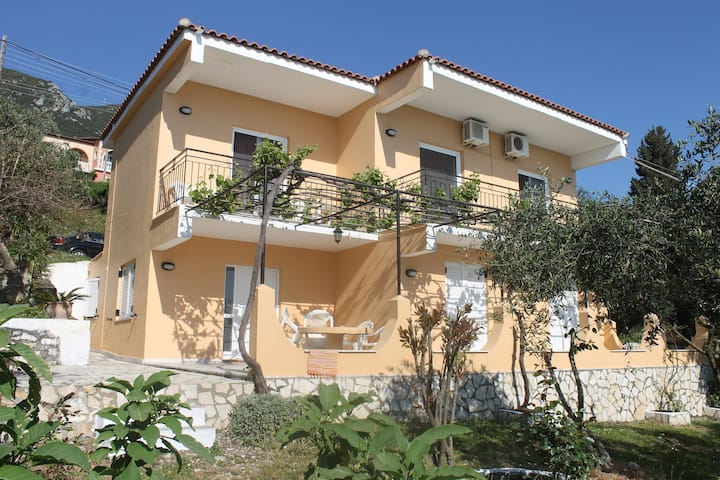 Markos Apartments for 6 persons Benitses