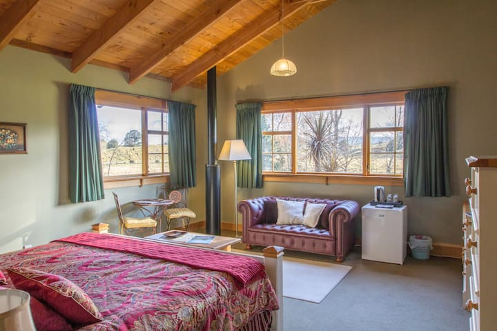 The River Lodge / Room 3 / Mountain View