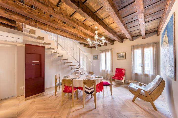 Élite Home stunning venetian apt. Close ACCADEMIA
