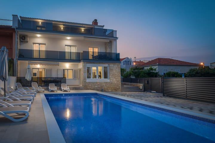 Luxury Oasis in old town Trogir Nº2 - HEATED POOL