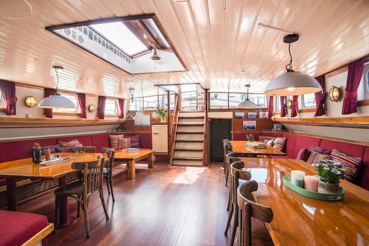 Groupaccomodation on sailingship Bontekoe