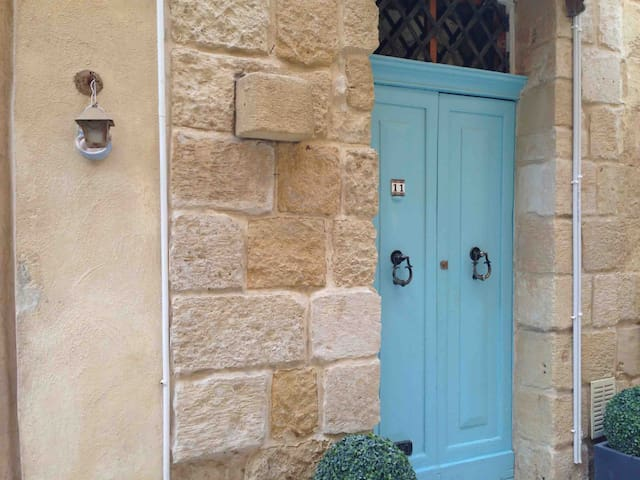 Cosy home in historic town - Valletta only 5 mins