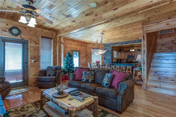 Starry Nights Lodge, 5 Bedrooms, Sleeps 18, Hot Tub, View, Gaming, Pets