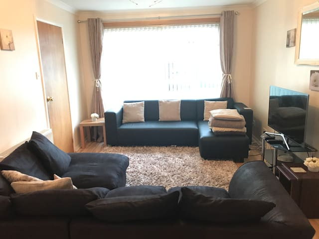 Room near AECC & Short drive to Beach/City Centre