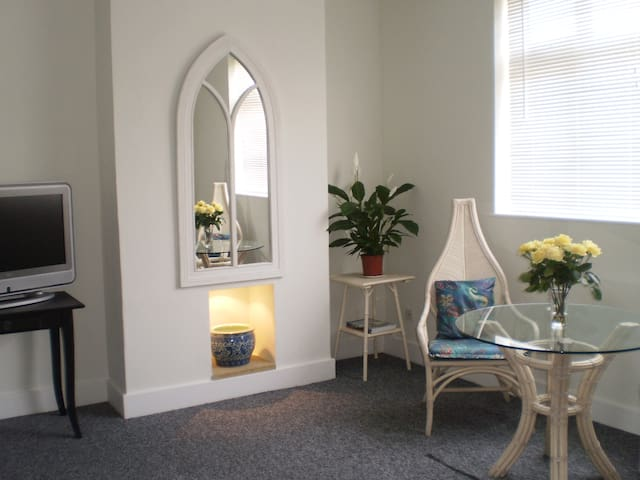 Wimbledon, London, SW19   Double bedroom apartment