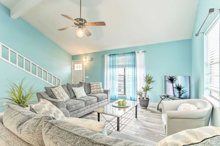 NEW! Inviting Townhome 6 Mi to Panama City Beach!