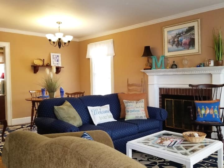 Quiet & Cozy~ Near Downtown/USC/Zoo/Ft. Jackson!