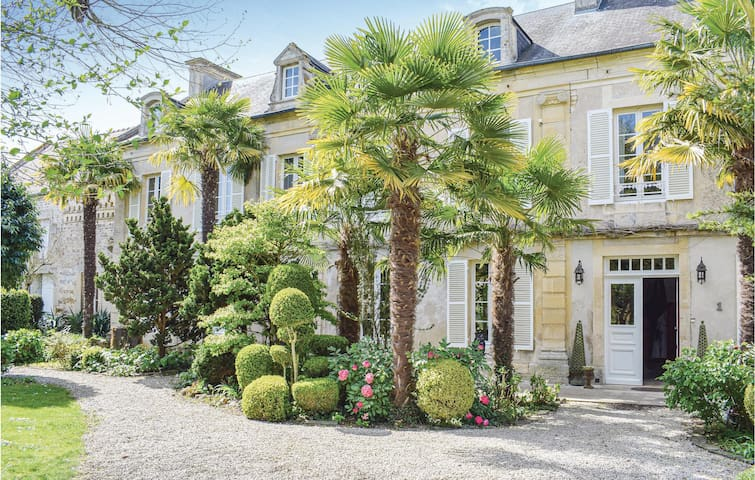 Semi-Detached with 6 bedrooms on 320m² in Barbery