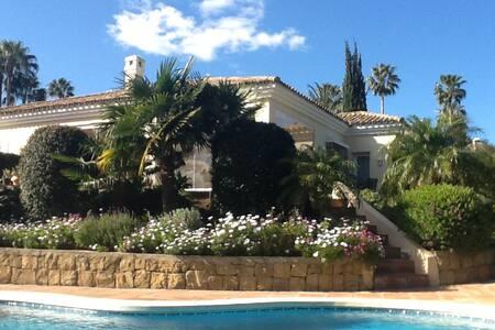 Beautiful sunny spanish villa - San Roque