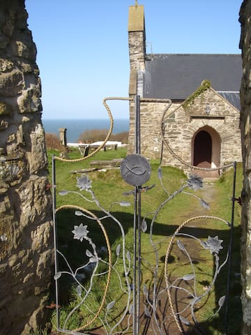 Little House by the Sea, Llanwnda, Pembrokeshire - Llanwnda - Rumah