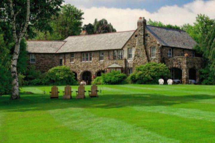 Historic Stone Estate, Boathouse and Sheep Farm