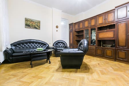 Very nice apartment in the most center of Tbilisi - ทบิลิซิ - บ้าน