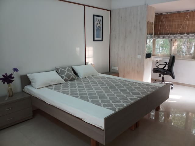VILLA PRIVATE ROOM /BREAKFAST/CITY CENTRE/PRIVACY/