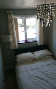 A warm welcome awaits, cosy double - Weston-super-Mare, England, GB - House