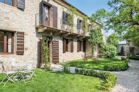 CasaZorzi Iris - Gæstehus på et slot med pool